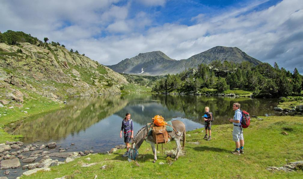 https://www.allibert-trekking.ca/iconographie/3a/PA1_trappeurs-des-pyrenees.jpg